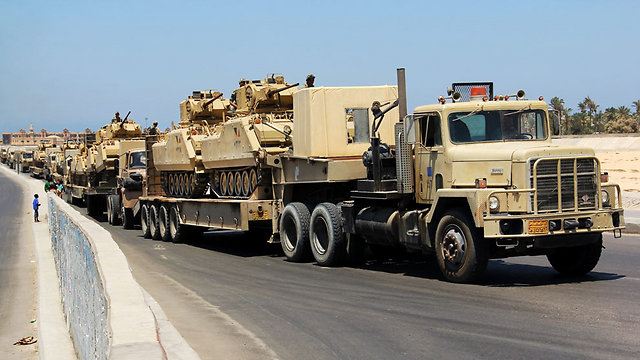 Egyptian army tanks deployed to Sinai (Photo: AP/File)