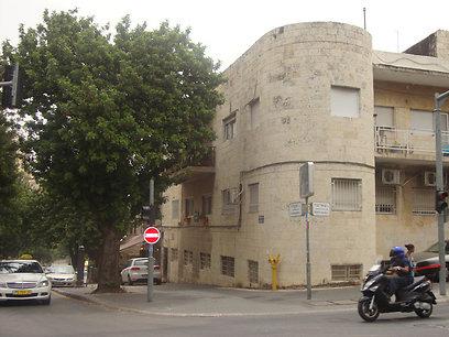 הבניין בשכונת רחביה בירושלים. ישודרג ()