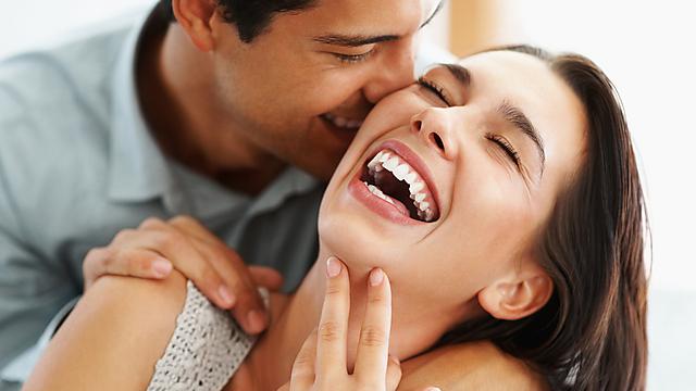 צוחקים יותר מדי, עלולים לשהק (צילום: shutterstock) (צילום: shutterstock)