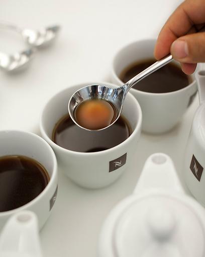 תפורה על הפוך. תערובת הקפה קראלטו (צילום: נספרסו ) (צילום: נספרסו )