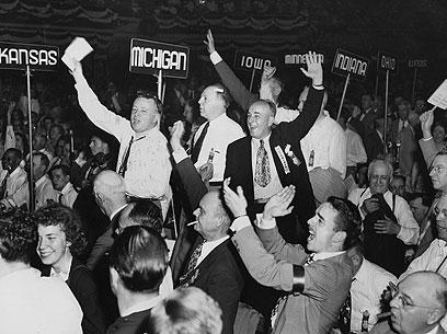 תומכי דיואי בקמפיין של 1948. הפסיד - וניסה להיבחר שוב לנשיא (צילום: Gettyimages) (צילום: Gettyimages)