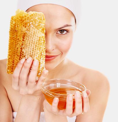 מרחו טיפת דבש טבעי על הפצעון לפני השינה (צילום: shutterstock) (צילום: shutterstock)