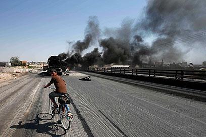 עשן מעל העיר חלב שבסוריה. בתרגום צוינה בחריין במקום (צילום: רויטרס)