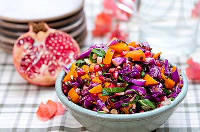 סלט רימונים, עדשים שחורות וכרוב אדום, ברוטב תפוזים ועשבי תיבול (צילום: ירון ברנר) (צילום: ירון ברנר)