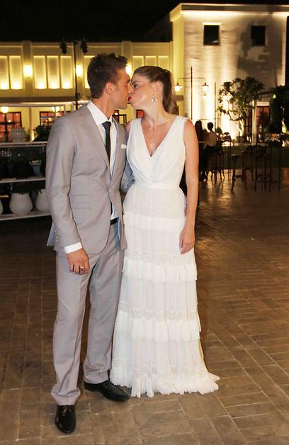 קוראים לזה אהבה. לירון ואורי מתנשקים (צילום: עידו ארז) (צילום: עידו ארז)