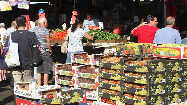 הצרכנים קובעים למעשה את מחיר המוצרים (אילוסטרציה) (צילום: מוטי קמחי) (צילום: מוטי קמחי)
