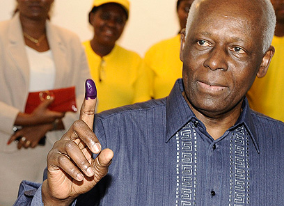 הוצאות להורג בלא משפט. נשיא אנגולה ז'וזה אדוארדו דוש סאנטוש (צילום: AFP)