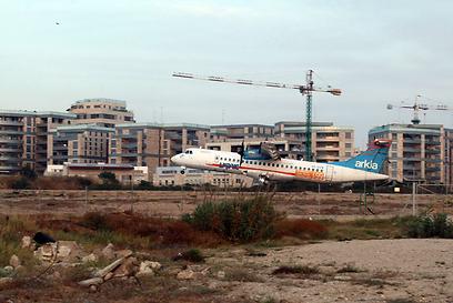 """דירות במקום טיסות, שדה דב בת""""א (צילום: תומריקו) (צילום: תומריקו)"""