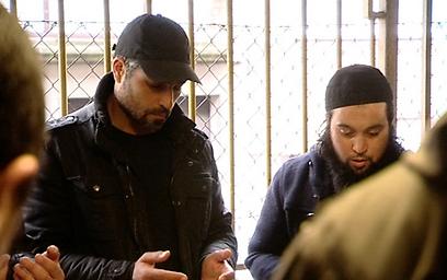 """""""צבי יחזקאלי ב""""אללה איסלאם"""". לפחד, זה הכלל (באדיבות ערוץ 10) (באדיבות ערוץ 10)"""