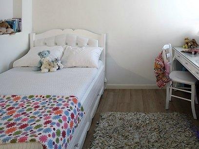 שטיח מסוגנן שמתאים גם לישיבה ומשחקים (צילום: עוזי פורת) (צילום: עוזי פורת)