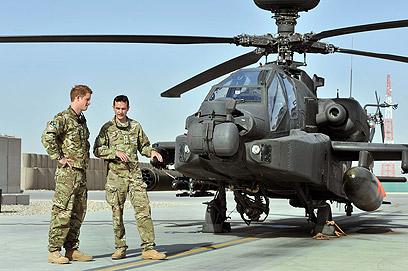 """ארה""""ב השכילה לרתום """"קואליציה"""" אירופית כדי לצאת למלחמת אפגניסטן. הנסיך הארי (צילום: AFP) (צילום: AFP)"""