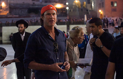 """צ'אד סמית' בירושלים. """"באים לרומם את האנשים"""" (צילום: אוהד צויגנברג )"""