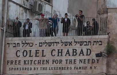תנו חיוך. הצ'ילי פפרס על המרפסת הירושלמית. (צילומים: אוהד צויגנברג) (צילום: אוהד צויגנברג )