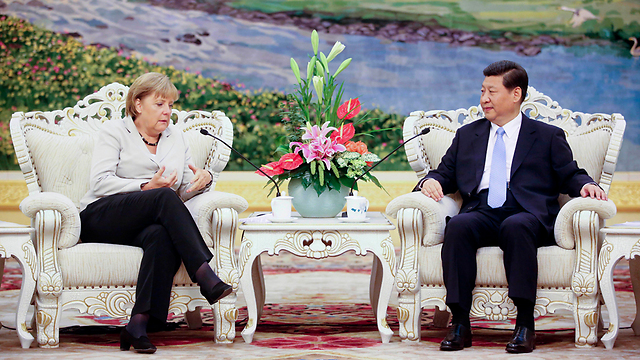 German Chancellor Merkel (L) and Chinese President Xi. Both countries showed higher approval ratings in the poll (Photo: AP)