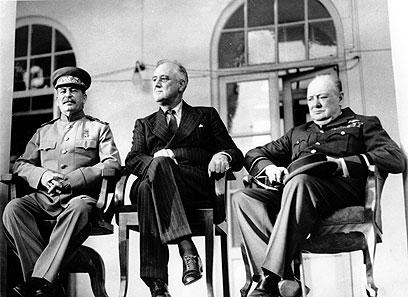 פרנקלין רוזוולט עם סטלין וצ'רצ'יל. הצנזור היה כפוף לנשיא (צילום: AP) (צילום: AP)