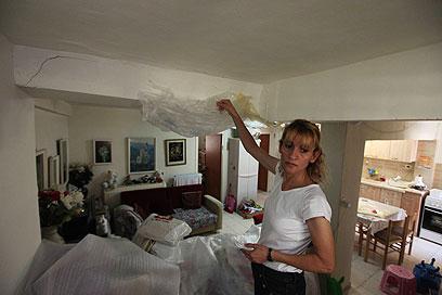נאלצת לארוז את הבית. רונית לוי (צילום: גיל יוחנן) (צילום: גיל יוחנן)
