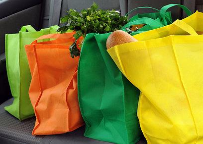 עשו לכם הרגל - שקיות בד באוטו (צילום: shutterstock) (צילום: shutterstock)