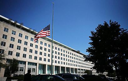 """דגל ארה""""ב בחצי התורן אחרי הרצח, במחלקת המדינה האמריקנית (צילום: AFP) (צילום: AFP)"""