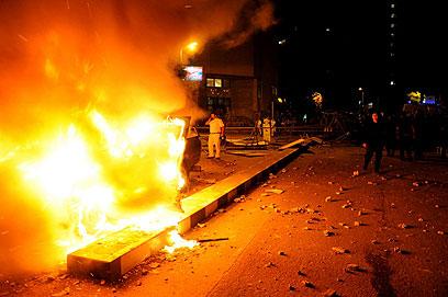 הפגנה בקהיר, הלילה (צילום: AP) (צילום: AP)