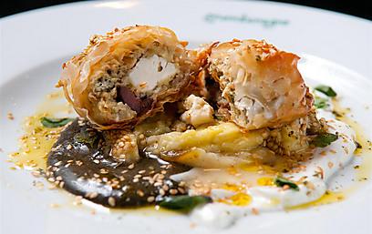 פילאס יווני עם חצילים, גבינת פטה וקלמטה (צילום: ירון ברנר) (צילום: ירון ברנר) (צילום: ירון ברנר)