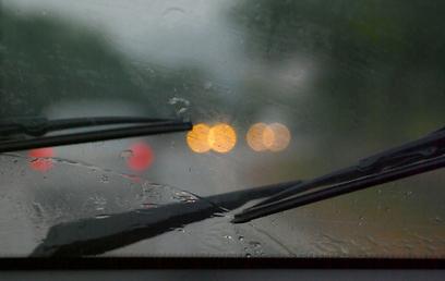 אל תחכו לגשם כדי לוודא שהמגבים תקינים (צילום: shutterstock)