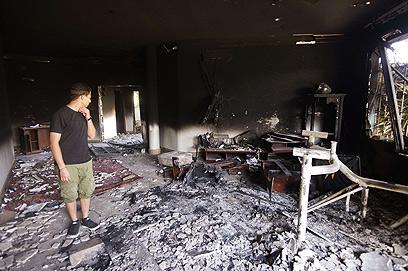 הקונסוליה האמריקנית בבנגזי שרופה אחרי הפיגוע (צילום: AFP) (צילום: AFP)