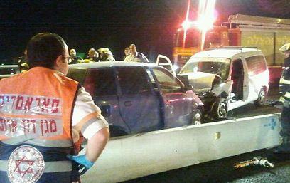 """התאונה לפנות בוקר. פחות מ-24 שעות לאחר פתיחת הכביש (צילום: מד""""א מרחב כרמל) (צילום: מד"""