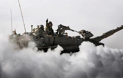 """קפצתי על הטנק עם הצוות והתחלתי לנסוע מערבה (צילום: דובר צה""""ל) (צילום: דובר צה"""