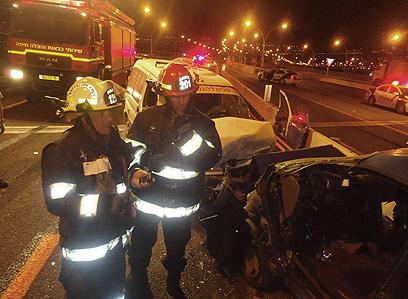 זירת התאונה, הלילה (צילום: טפסר/מ סיסו פיני) (צילום: טפסר/מ סיסו פיני)