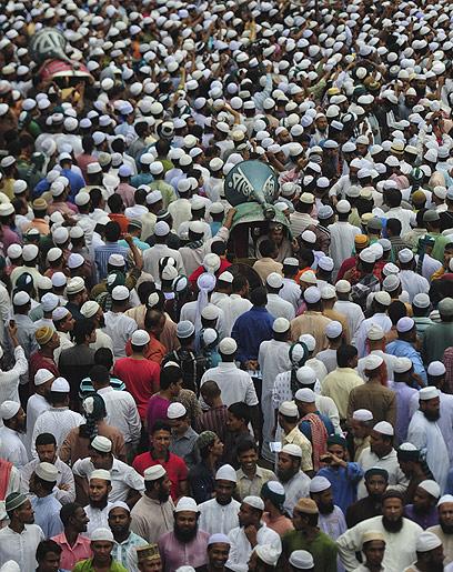 אלפים בהפגנה בבנגלדש (צילום: AFP) (צילום: AFP)