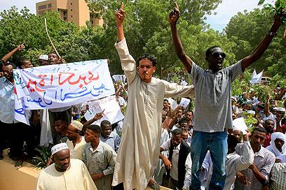 מפגינים בחרטום, היום (צילום: AFP) (צילום: AFP)
