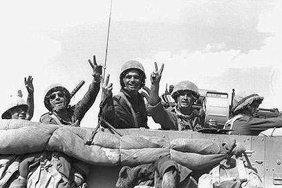 """תחושה שיש על מי לסמוך. לוחמי צה""""ל במלחמה ההיא  (צילום: לע""""מ) (צילום: לע"""