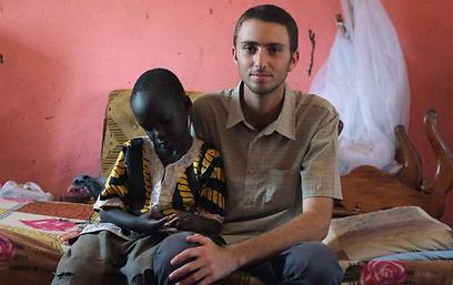 מלריה בפעם החמישית. יותם ודניאל בן השש  (צילום: יותם גדרון) (צילום: יותם גדרון)