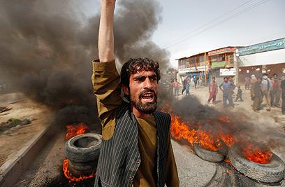 """גם באפגניסטן מפגינים נגד """"תמימות המוסלמים"""" (צילום: רויטרס) (צילום: רויטרס)"""