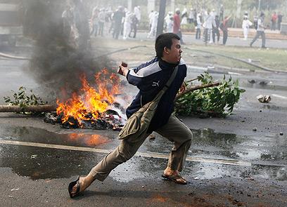 מחאה באינדונזיה, המדינה המוסלמית הגדולה ביותר (צילום: AP) (צילום: AP)