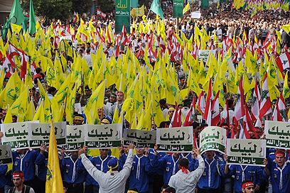 עשרות אלפים השתתפו במחאה שאורגנה על ידי חיזבאללה ואמל (צילום: EPA) (צילום: EPA)