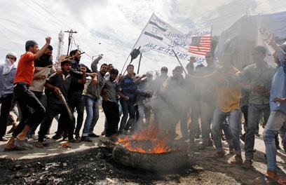 זועמים על פרסום הסרט האנטי-איסלאמי. מפגינים בקשמיר (צילום: רויטרס)