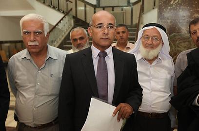 א-סנע ושאר העותרים בבית המשפט  (צילום: גיל יוחנן)