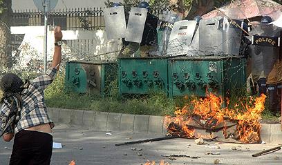 """הפגנה נגד הסרט """"תמימות המוסלמים"""" בפקיסטן (צילום: EPA)"""