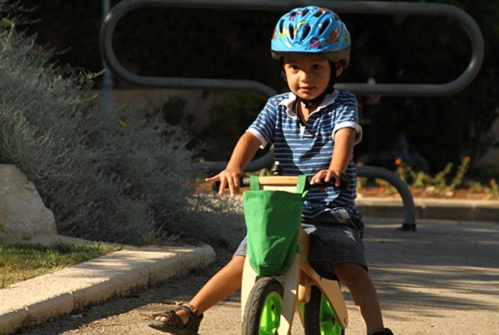 מכירים את אופני העץ חסרי הדוושות? זה הרעיון (צילום:יוסי מאירי, אופני woodiz) (צילום:יוסי מאירי, אופני woodiz)