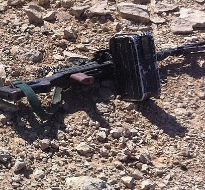 """כלי נשק של אחד המחבלים שחוסלו בצהריים במהלך הפיגוע (צילום: באדיבות דובר צה""""ל) (צילום: באדיבות דובר צה"""