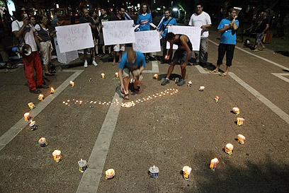 מפגינים בכיכר רבין, הערב (צילום: מוטי קמחי) (צילום: מוטי קמחי)