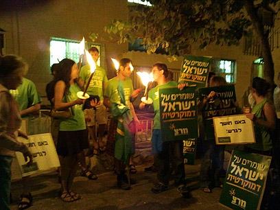 מפגינים מול ביתו של שר הפנים, הערב בירושלים ()