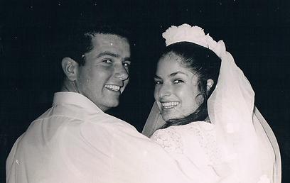 ניצה ואביהוא ביום חתונתם (צילום: אלבום משפחתי) (צילום: אלבום משפחתי)
