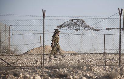 """לוחמות צה""""ל בגבול מצרים לאחר התקרית בסוף השבוע (צילום: EPA) (צילום: EPA)"""