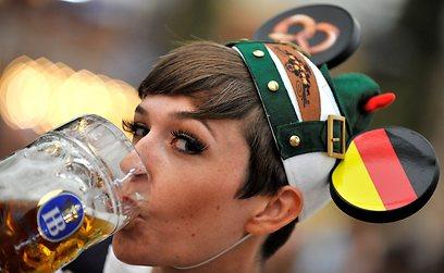 מלכת מינכן. פילזנר עמוס בכשות של הופברוי הגרמנית (צילום: AFP) (צילום: AFP)