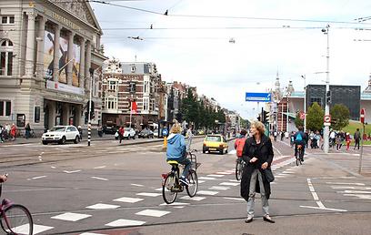 אופניים, פרחים וגם מסעדות שוות. אמסטרדם (צילום: רון פוטרמן) (צילום: רון פוטרמן)