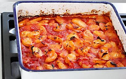 שעועית לימה אפויה עם עגבניות  (צילום: מיכל וקסמן) (צילום: מיכל וקסמן)