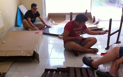 מרכיבים רהיטים חדשים  (צילום: תרי לוי) (צילום: תרי לוי)