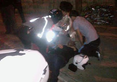 הצלם עטא עוויסאת מקבל טיפול, אמש בירושלים